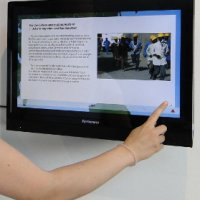 Touchscreen-Monitor zu Migrationsbewe- gungen